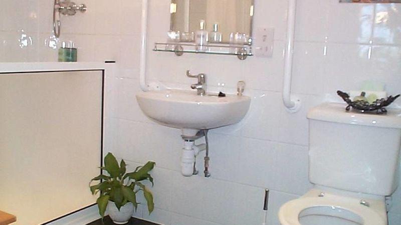 Medium crop room 10 shower room